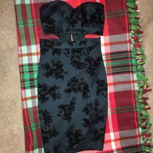 Green holiday dress. Sweetheart neckline